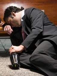 Трудоголик может с легкостью стать алкоголиком.
