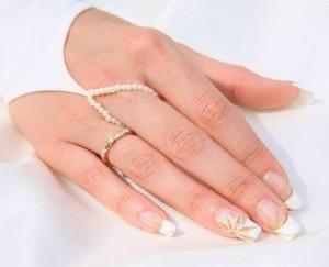 Как нарастить женщине ногти?
