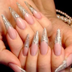 Как и зачем делается акриловое наращивание ногтей?