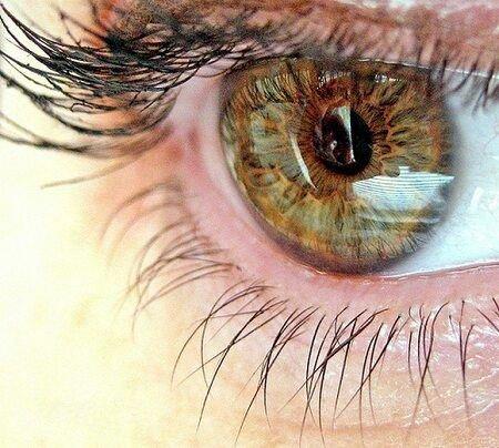 Неправильная работа отрицательно влияет на зрение.