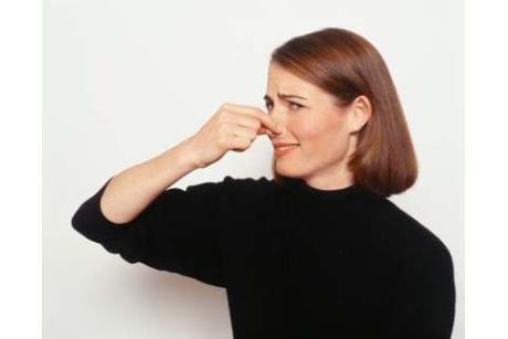 Что может означать неприятный запах со рта?