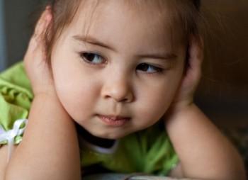 Как делать с слабослышащим ребёнком?