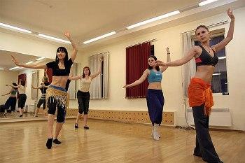Нужно уметь исполнять танец живота