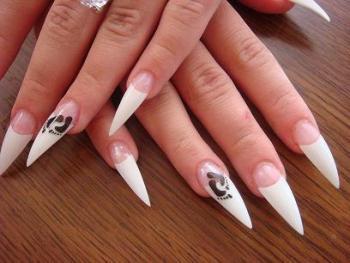 Кто придумал наращивать ногти? Чем наращивают ногти?