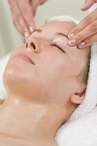 Предотвращение появления морщин, массаж лица