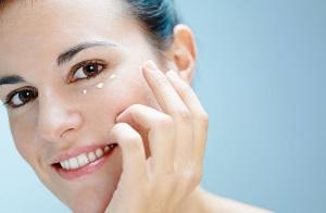 Действительно ли эффективны крема для глаз?